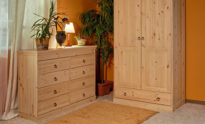 кроватка из массива дерева в интерьере детской комнаты сборка