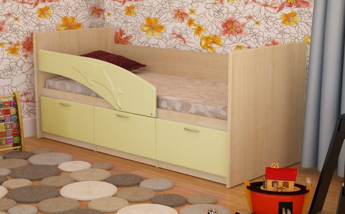 пример кроватки для детей в светлых тонах