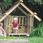 пример детского домика из массива дерева во двор
