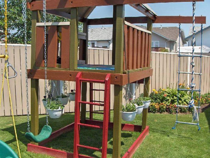 дизайн детской игровой площадки во дворе на даче с турником