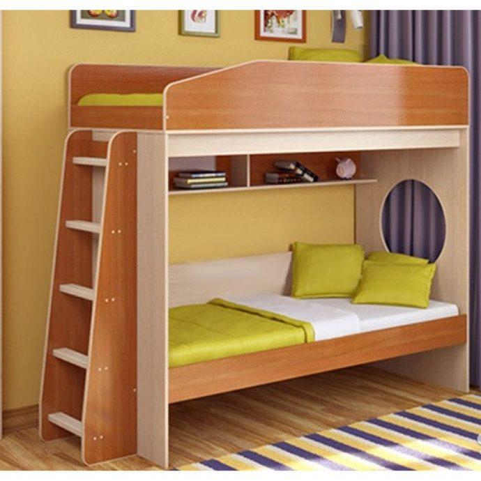 каркас детской кровати из дерева в дизайне комнаты