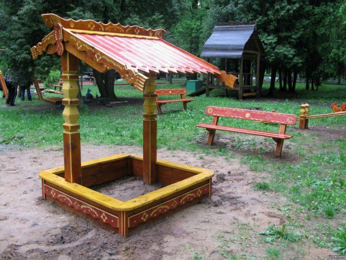 конструкция детской песочницы во дворе на даче без зонта