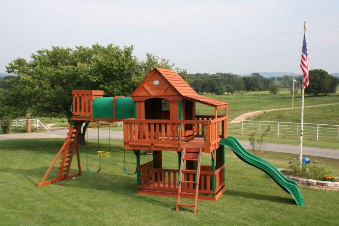 дизайн игровой площадки на даче с турником