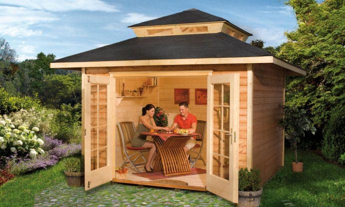 дизайн игрового домика из дерева во двор