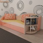 комплект кроватки для малыша в ярких тонах