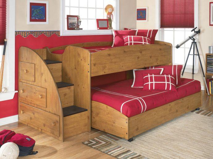 дизайн детской кровати из дерева в интерьере комнаты