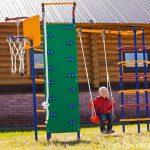 конструкция большой детской площадки с подъемной стенкой