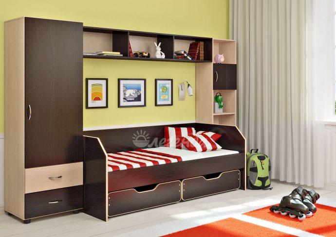 корпусная мебель для мальчика в детскую спальню фото