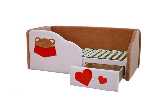 яркая кровать диван для детей в спальне