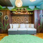 яркая диван кроватка для детей в комнате фото пример