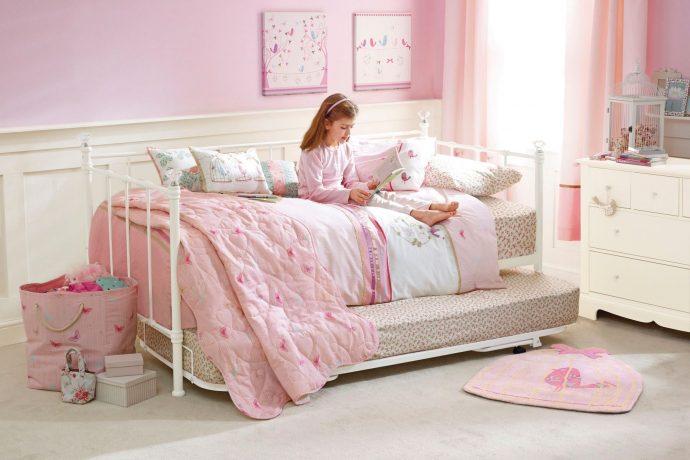 цветная детская мебель в детскую для девочки фото дизайна