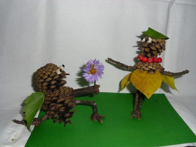 необычная игрушка из елки и шишки своими руками картинка