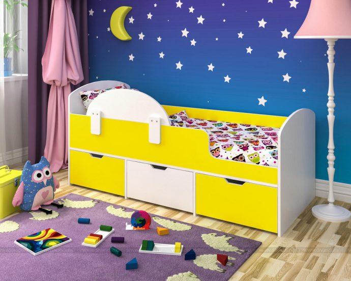 большая диван кроватка для ребенка в комнате фото
