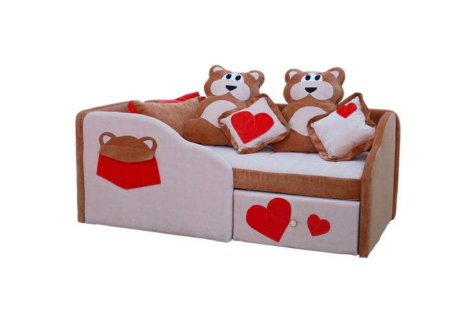 яркая кровать диван для детей в комнате