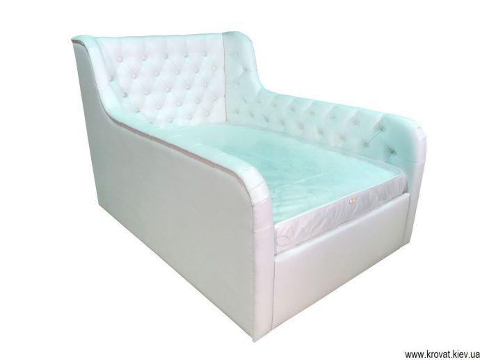 красивая кровать с бортиками в дизайне комнаты конструкция