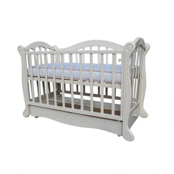 красивая кроватка для ребенка маятник для девочки из массива дерева