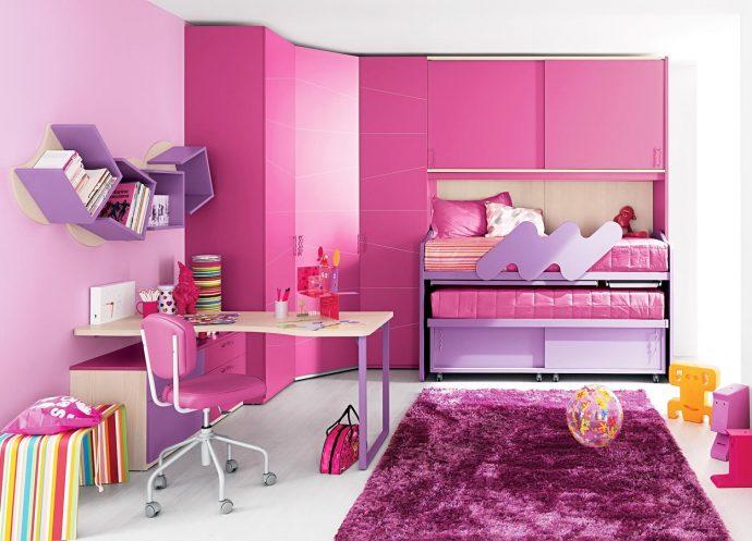 яркая функциональная мебель в детскую спальню для девочки