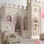 яркая детская мебель в детскую для девочки фото