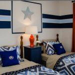 яркая спальня для двух мальчиков дизайн фото