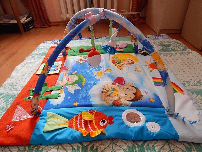 яркий развивающий детский коврик с машинками