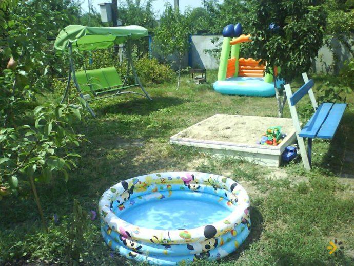 красивый детская площадка для развлечений