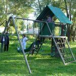 красивая детская площадка сделана собой во дворе