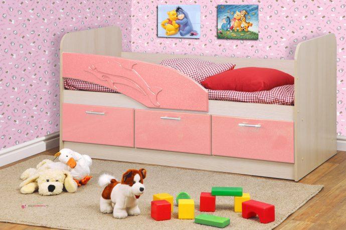 детская кровать в форме дельфина в детской