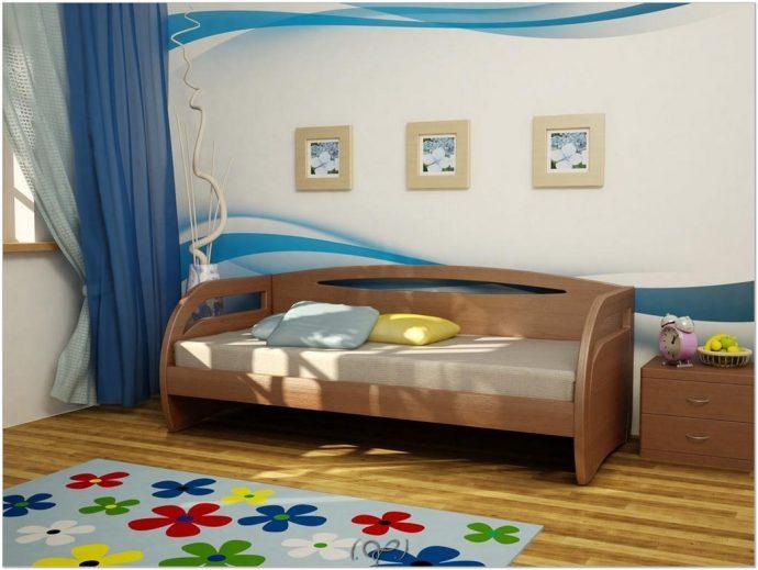 комод из массива дерева в детской комнате сборка