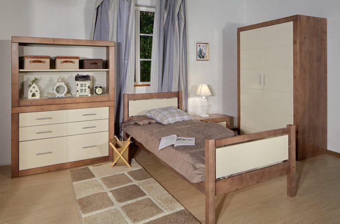 стол из массива дерева в детской комнате каркас