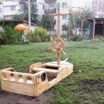 пластмассовая детская песочница на даче из подручных средств