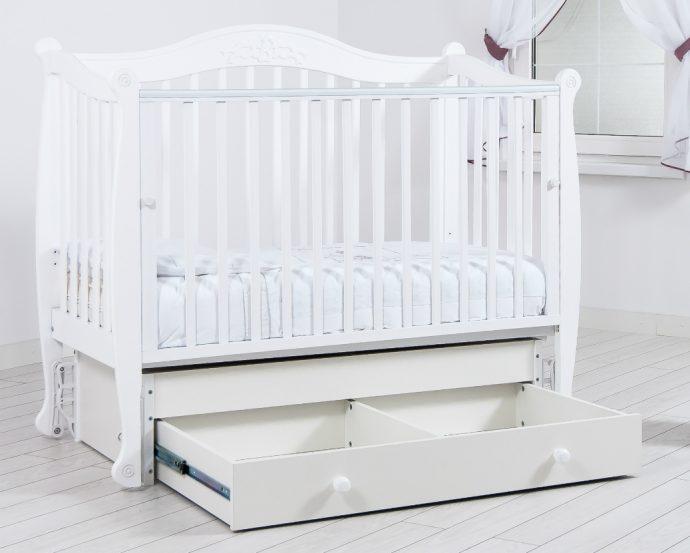 красивая детская кроватка маятник для девочка