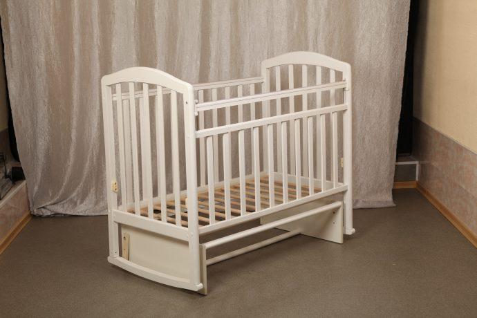 большая детская кроватка маятник для девочки из дерева