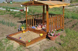 железная песочница во дворе