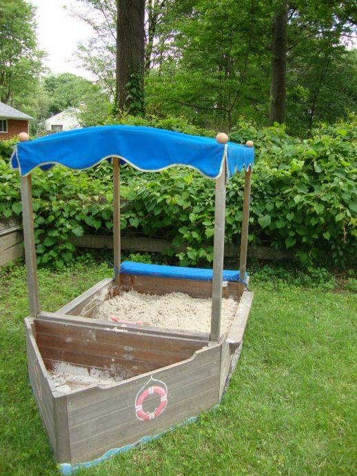маленькая песочница своими руками во дворе