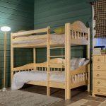 кровать из массива дерева в детской комнате сборка