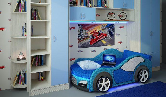 яркая кровать для детей в комнате