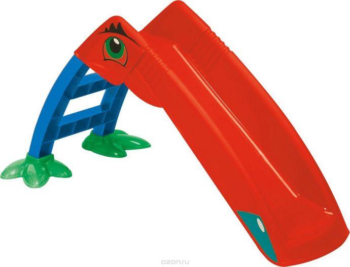 яркая горка для детей вертикально установленная для развлечений
