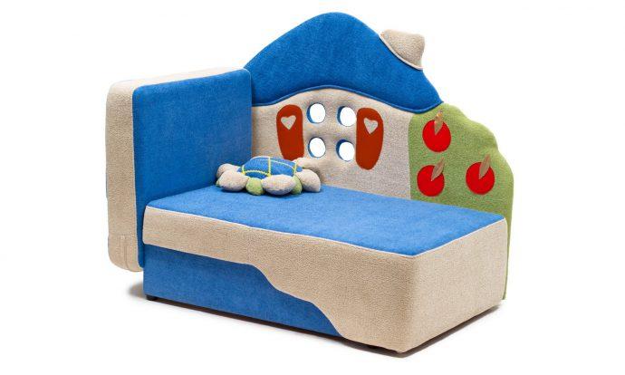 яркая кровать диван для детей в комнате пример фото