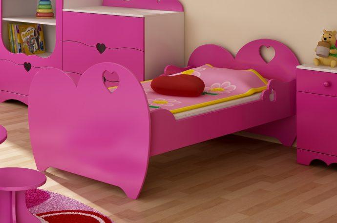 яркая диван кроватка для детей в комнате пример фото