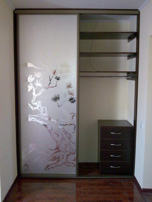 небольшой шкаф в комнату