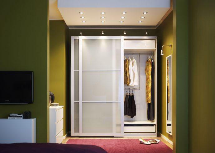 узкий шкаф-купе в прохожую комнату