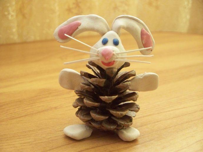 веселая игрушка животное из елки и шишки своими руками фото