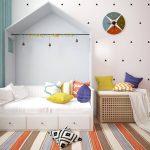красивая детская кроватка в квартире
