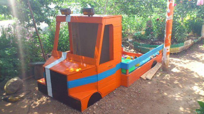 игровая песочница для детей во дворе готовая конструкция