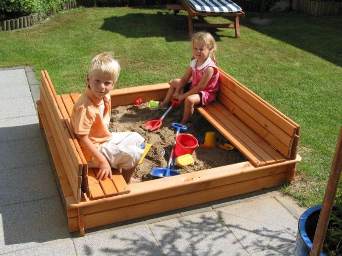 песочница для детей во дворе готовая конструкция