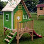 пример игрового домика из массива дерева для дачи