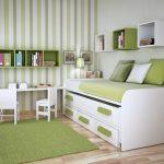 интерьер детской кроватки с комодом
