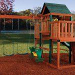 пример детского домика из дерева во двор