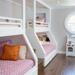 дизайнерское решение детской комнаты для пары детей