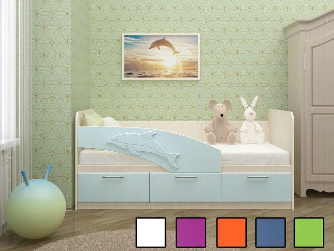 пример кровати дельфин для малыша в ярких тонах